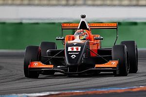 Formula Renault Qualifiche Sacha Fenestraz conquista l'ultima pole stagionale all'Estoril
