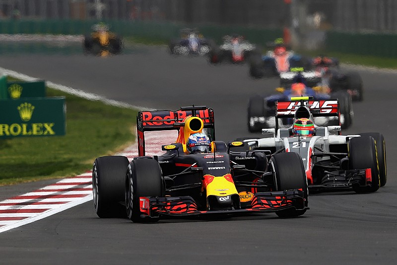 "Ricciardo oppert idee: ""Formule 1-races van MotoGP-lengte"""