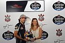 Sainz rinde homenaje a Senna en Sao Paulo