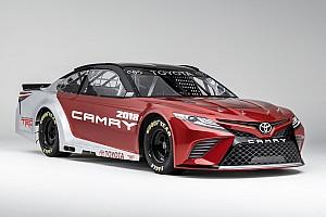 NASCAR Cup Ultime notizie La Toyota mostra le forme della nuova Camry per la NASCAR