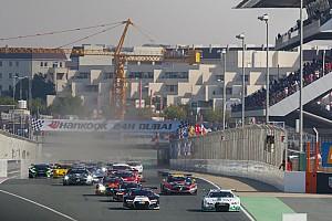 24H Dubai: Kubica neve az autón, magyar csapat a mezőnyben