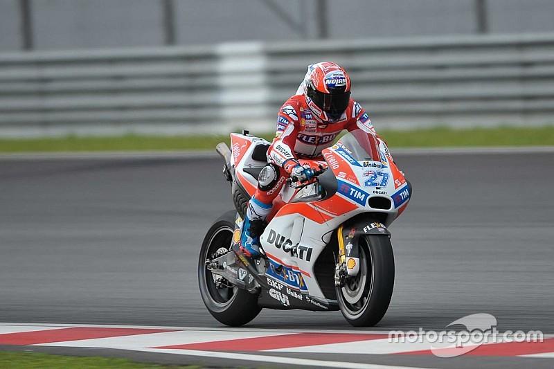 Em Sepang, Stoner anda pela primeira vez com nova Ducati