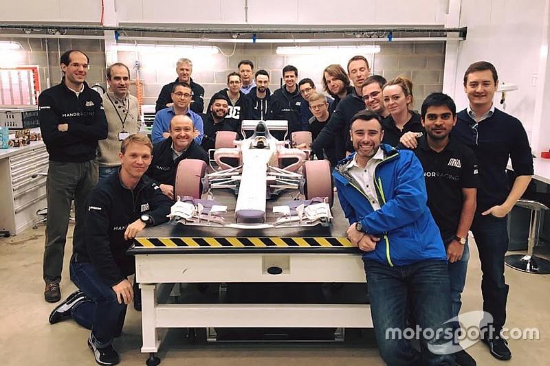 Em foto de despedida, Manor revela carro de 2017