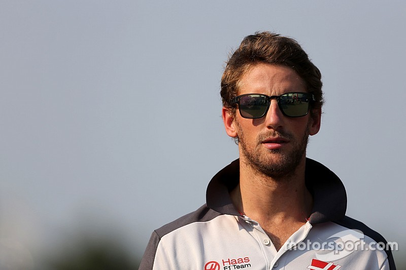 Grosjean presentó su casco para la temporada 2017