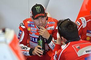 MotoGP Новость Лоренсо объяснил низкий темп на тестах «опасной задней шиной»
