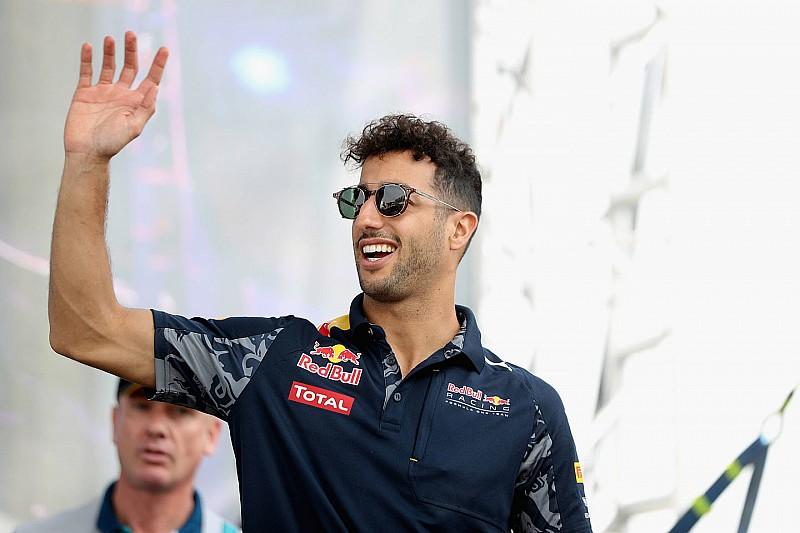 """Daniel Ricciardo se convierte en un 'Twillonario"""""""