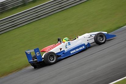 CBA entrega prêmio da F3 ao Campeão Brasileiro de Kart