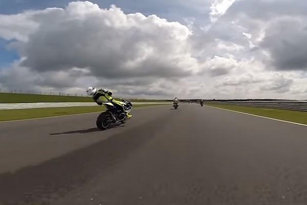 Відео: гонщик впав із байку після потрапляння уламків