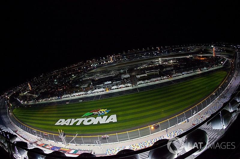 Chuva faz NASCAR adiar prova da Xfinity Series para sábado