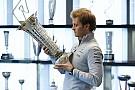 Чемпионский трофей Росберга потеряли на почте