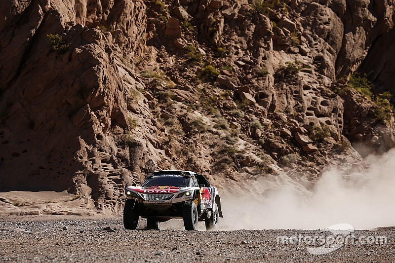 Loeb évoque un possible retrait de Peugeot du Dakar