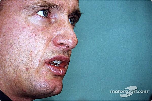 Irvine: Vettel kendi soytarılıkları yüzünden şampiyon olamadı