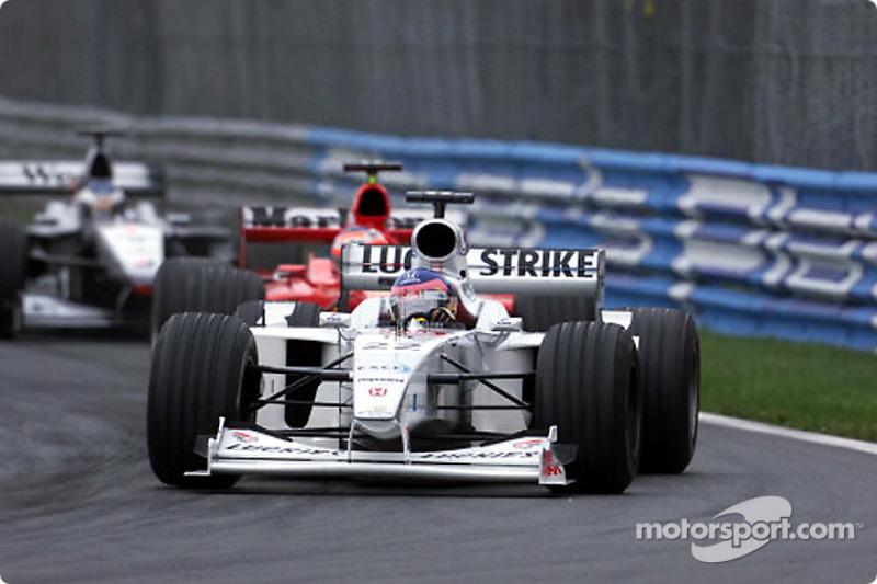 Un agresivo Jacques Villeneuve enfrente de su público