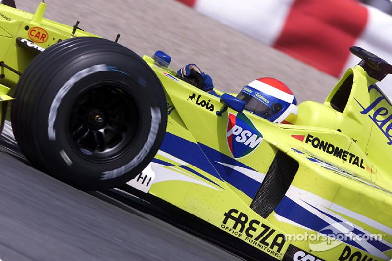 Marc Gene sacando lo mejor del Minardi