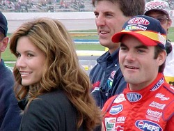 Jeff et Brooke Gordon regardent les qualifications