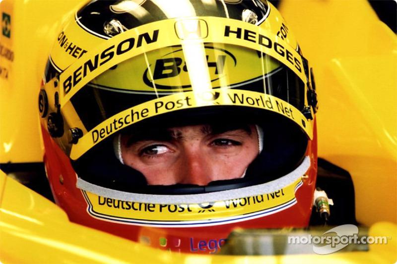 Ricardo Zonta en el garage