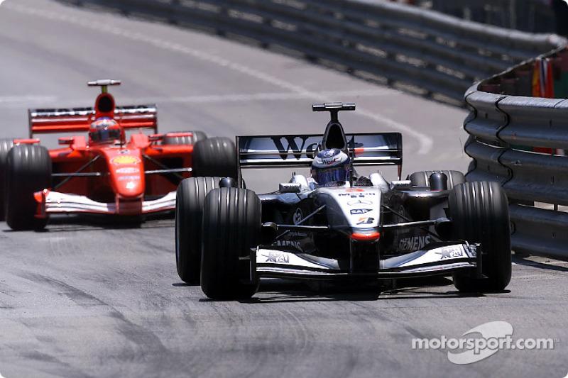 Mika Hakkinen fighting with Rubens Barrichello