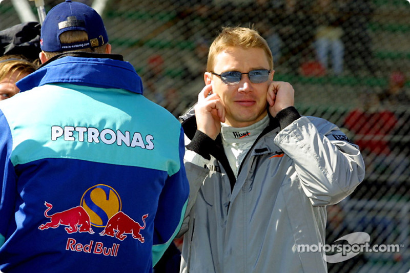 Drivers' parade: music is too loud for Mika Hakkinen