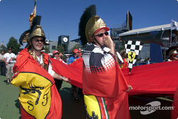 Russell Crowe incognito? Only two Australian tifosi