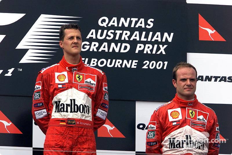 Michael Schumacher y Rubens Barrichello después de una trágica carrera