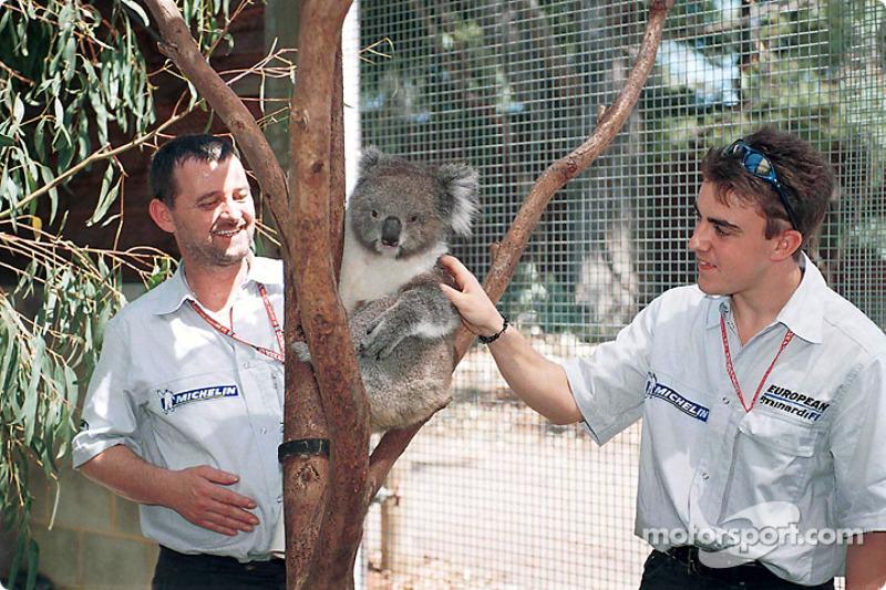 Postal desde Australia: Paul, un somnoliento aficionado de Minardi, y Fernando