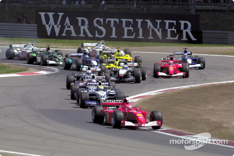 The first corner: Michael Schumacher in front of brother Ralf