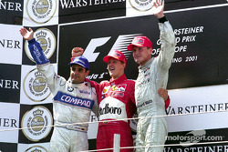 Podium: Juan Pablo Montoya, Michael Schumacher, und David Coulthard