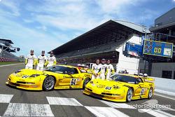 Corvette Racing dan C5-R: Ron Fellows, Johnny O'Connell, Scott Pruett, Franck Freon, Andy Pilgrim da