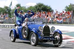 Desfile de pilotos: Nick Heidfeld y Kimi Raikkonen