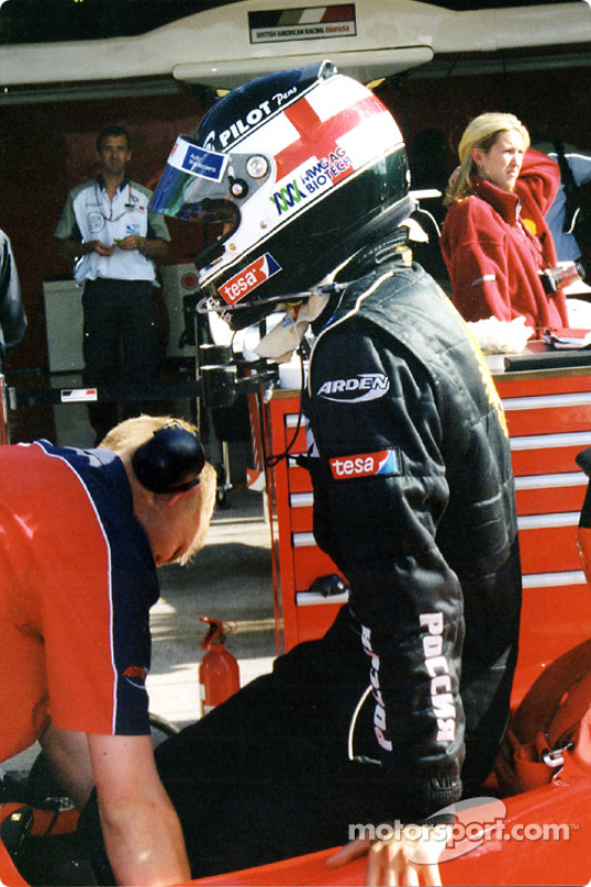 Darren Manning gets aboard in front of his other team's pit