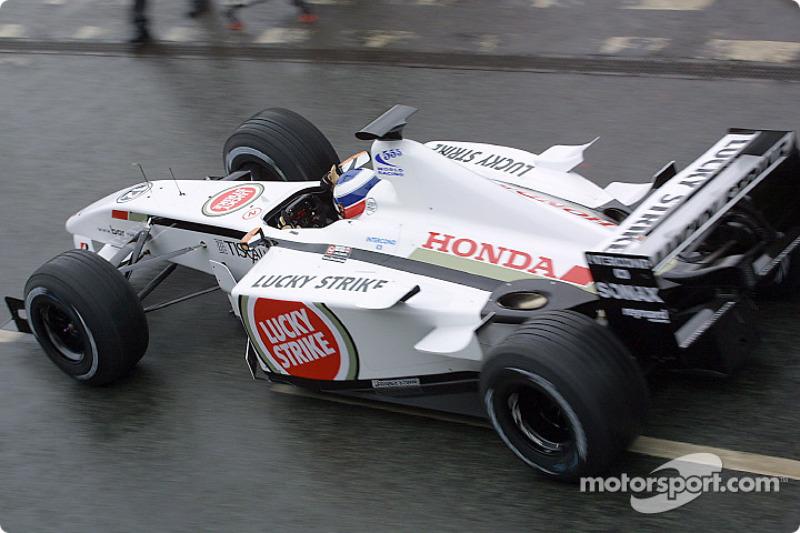 Olivier Panis BAR Honda 004 for a demonstration run around faktöry Brackley
