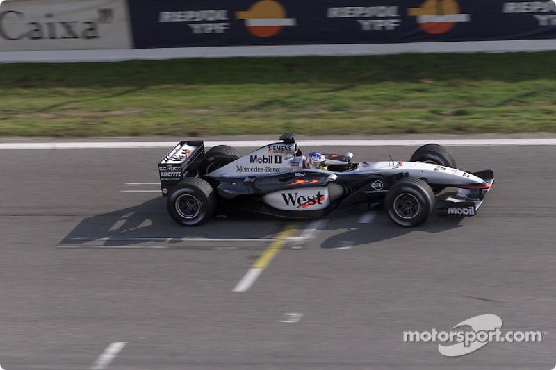 2002. McLaren MP4-17 Mercedes