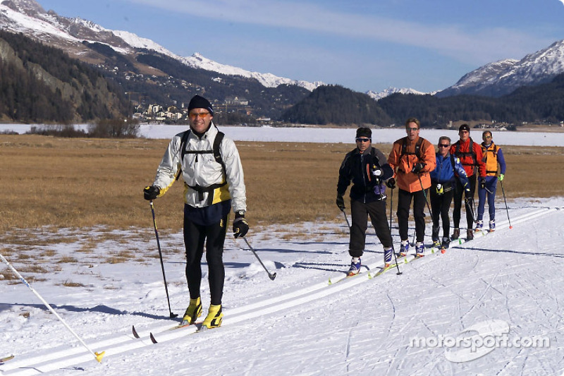 On track for success together: Abt Sportsline driver Martin Tomczyk (second from right), together with Audi works drivers (from left) Tom Kristensen, Rinaldo Capello, Frank Biela, Johnny Herbert and Emanuele Pirro during cross country skiing