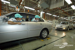 Visite de l'usine Proton à Shah Alam : Felipe Massa et Nick Heidfeld