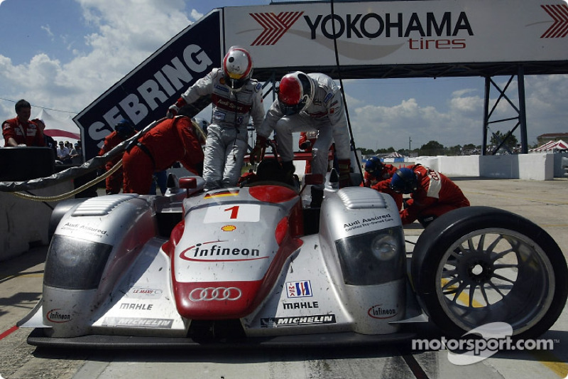 Pitstop for Tom Kristensen and Emanuele Pirro