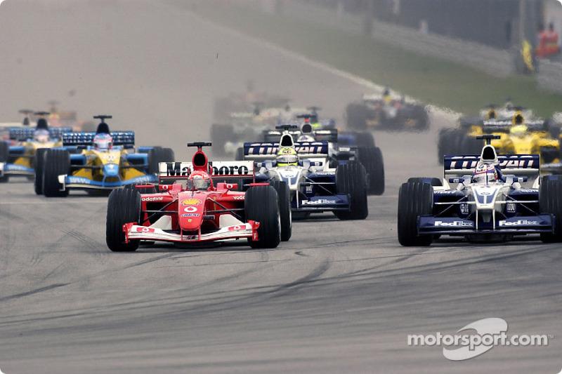 El inicio: Michael Schumacher batallando con Juan Pablo Montoya