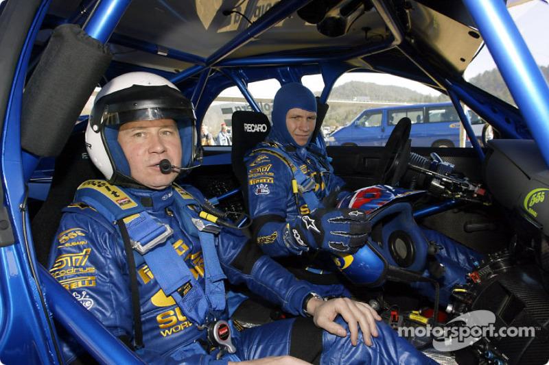 Petter Solberg con el director técnico de Subaru, David Lapworth