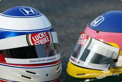 Cascos de Olivier Panis y Jacques Villeneuve