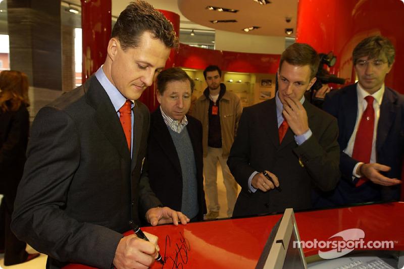 Apertura oficial de la Ferrari Store, Maranello: Michael Schumacher, Jean Todt y Luciano Burti