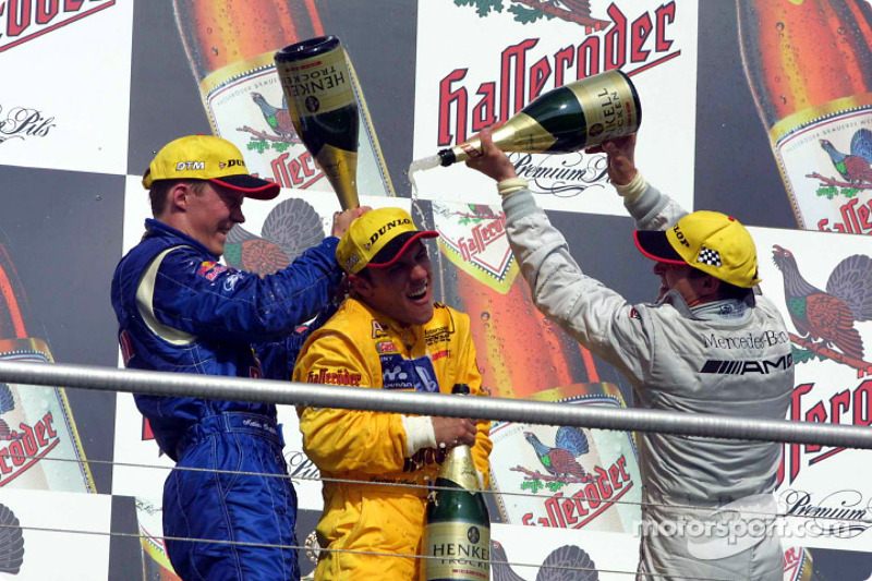 Champaña para el ganador Laurent Aiello, Mattias Ekström y Jean Alesi
