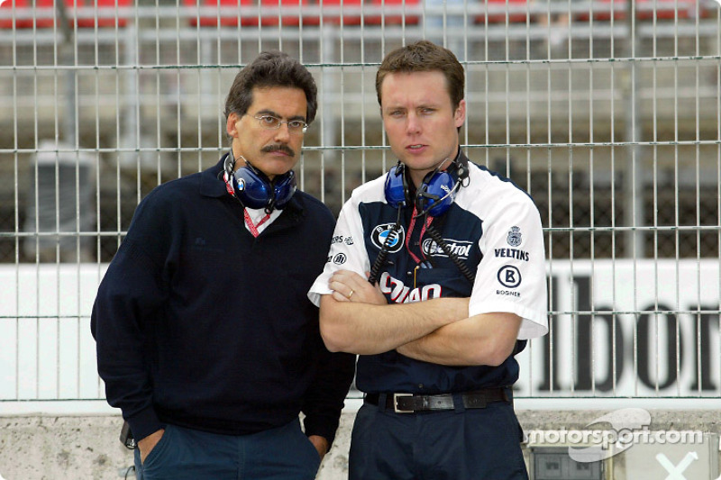Dr Mario Theissen y el ingeniero de carrera de Williams, Sam Michael