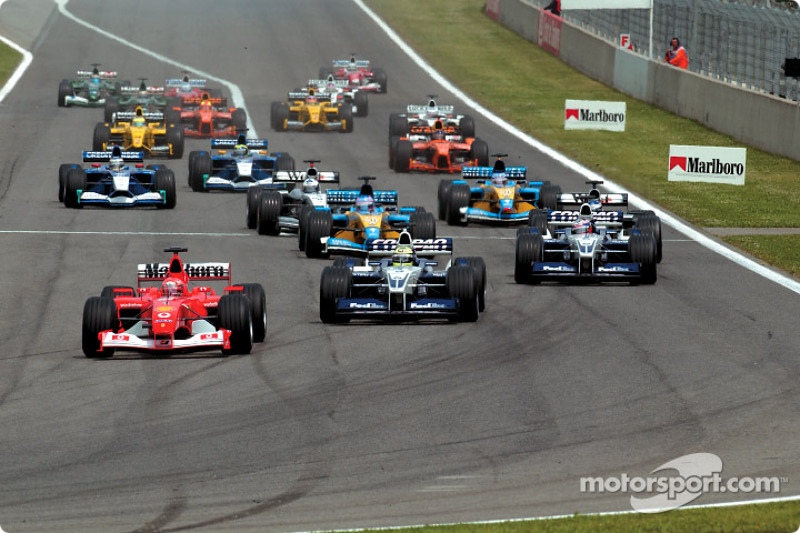 First corner: Michael Schumacher in front of Ralf Schumacher