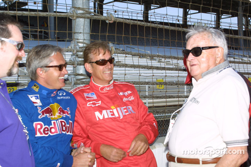 Eddie Cheever, Arie Luyendyk talking with Chris Economaki before six previous winners take the first lap around the speedway