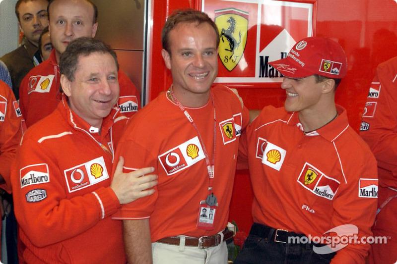 Celebración de cumpleaños de Rubens Barrichello: Jean Todt, Rubens Barrichello y Michael Schumacher