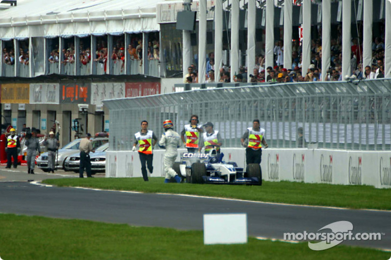 Juan Pablo Montoya fuera de la carrera