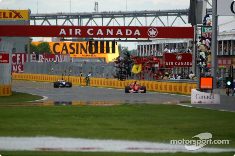 Bandera a cuadros para Michael Schumacher