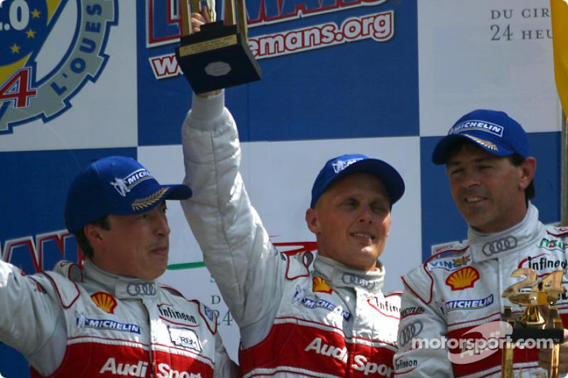 Podio general y de LMP 900 - LM GTP: segundo lugar Christian Pescatori, Johnny Herbert y Rinaldo Capello