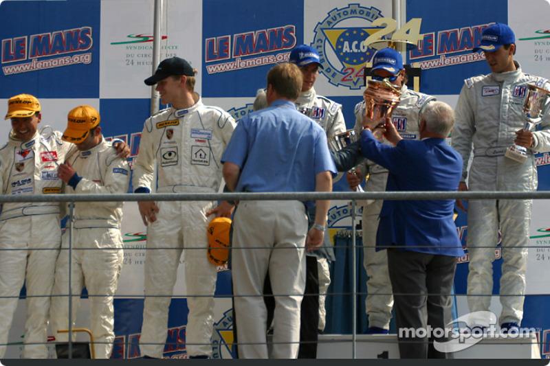 Podio LM GT: ganadores Timo Bernhard, Kevin Buckler y Lucas Luhr