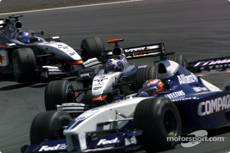 La primera vuelta: Juan Pablo Montoya, David Coulthard y Kimi Raikkonen