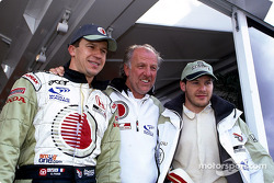 Olivier Panis, David Richards y Jacques Villeneuve celebrando
